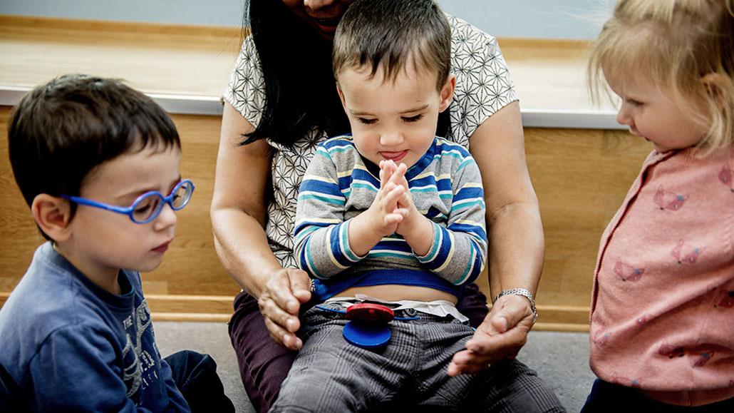 9423719da Blinde barn og felles bruk av hender | statped.no